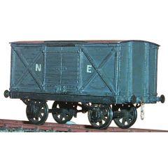 Witmetalen bouwpakket - gesloten goederen wagon van de North Eastern Railway, LNER